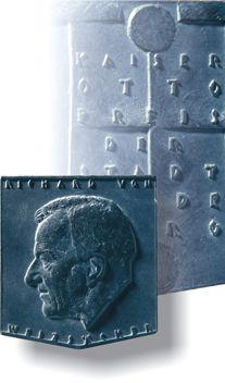Der Kaiser Otto Preis ist eine Münze, auf der das jeweilige  Profil des Preisträgers zu sehen ist.