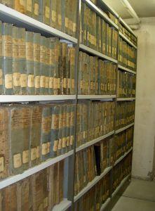 Regalreihe in einem Archivmagazin