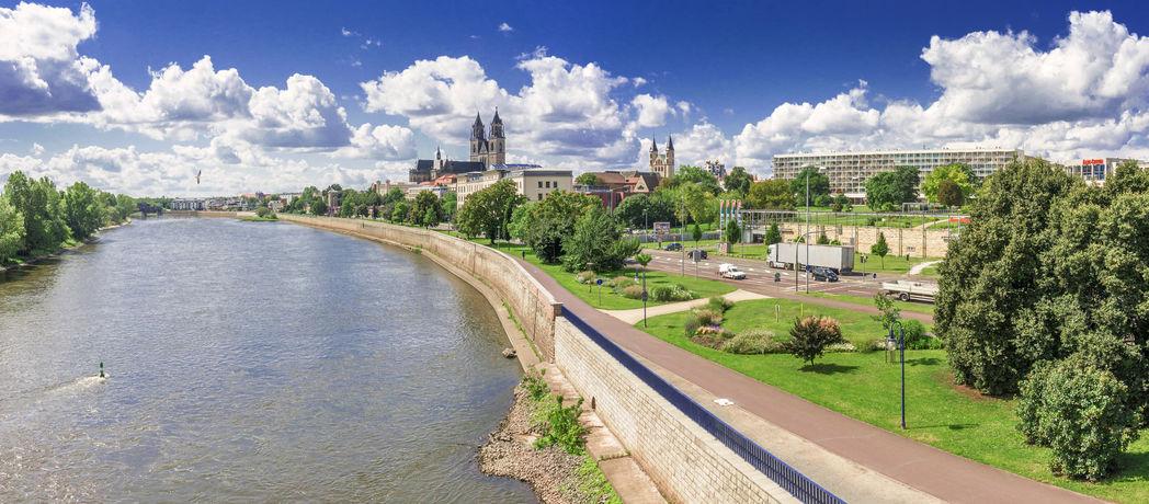 Elbe und Blick auf den Dom in Magdeburg, Foto: marcus_hofmann Fotolia.com