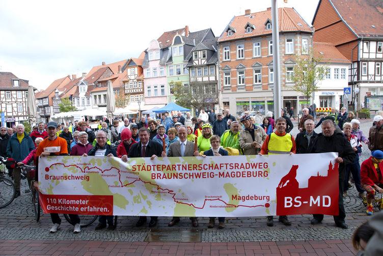Neuer Städtepartnerschaftsradweg Magdeburg - Braunschweig feierlich eröffnet