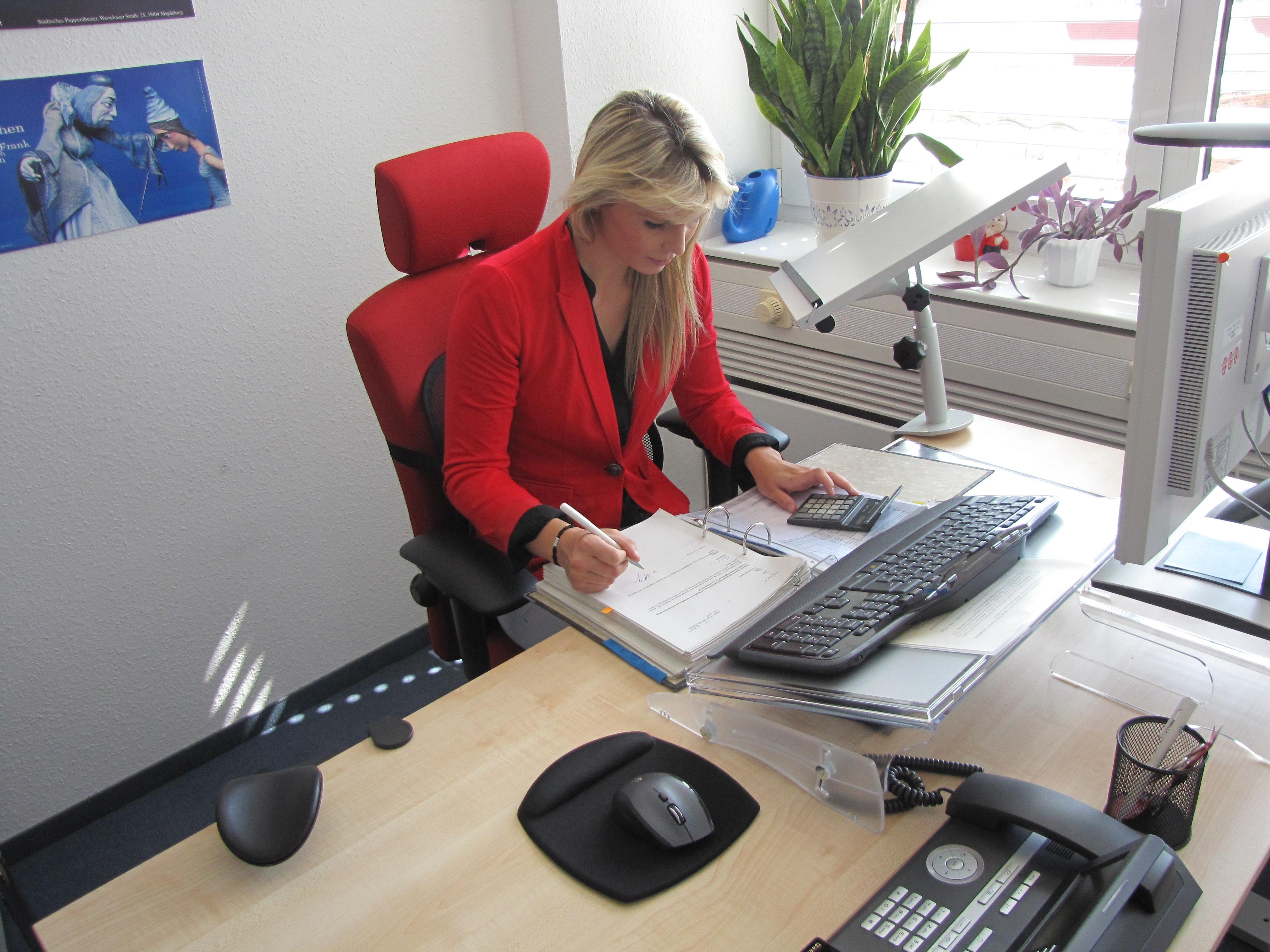 Verwaltungsfachangestellte im Büro