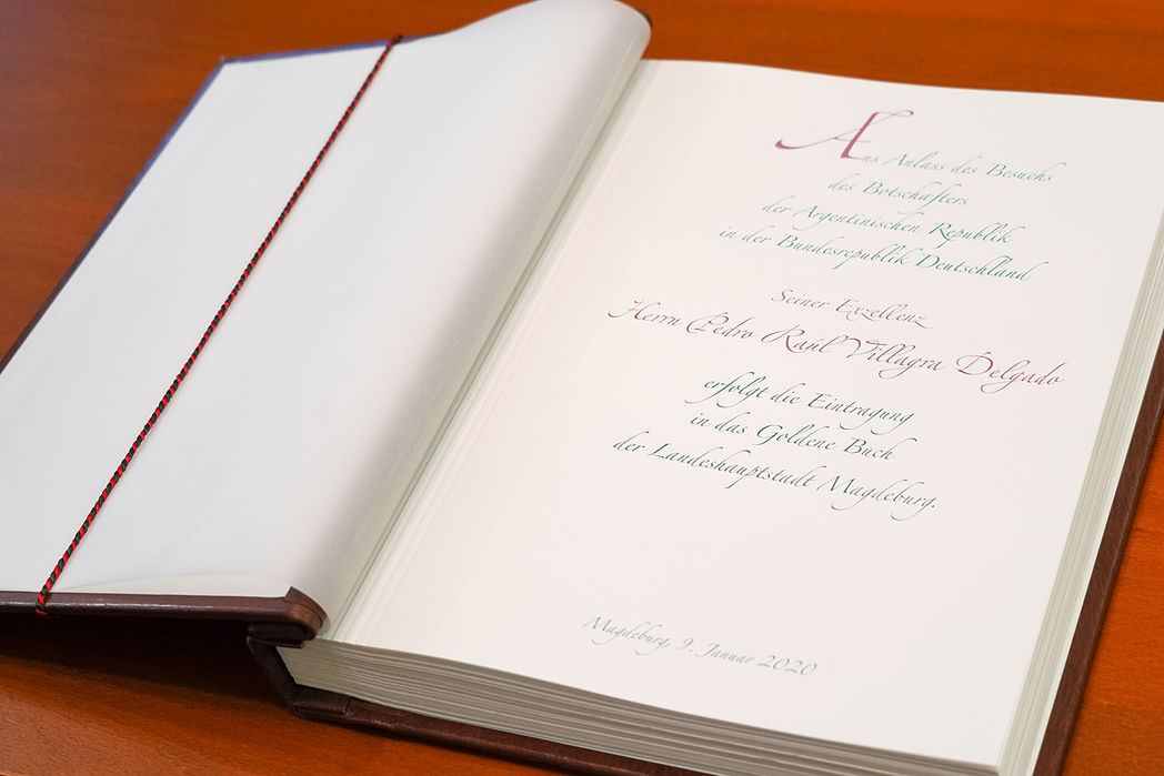 Eintrag des argentinischen Botschafters ins Goldene Buch der Landeshauptstadt