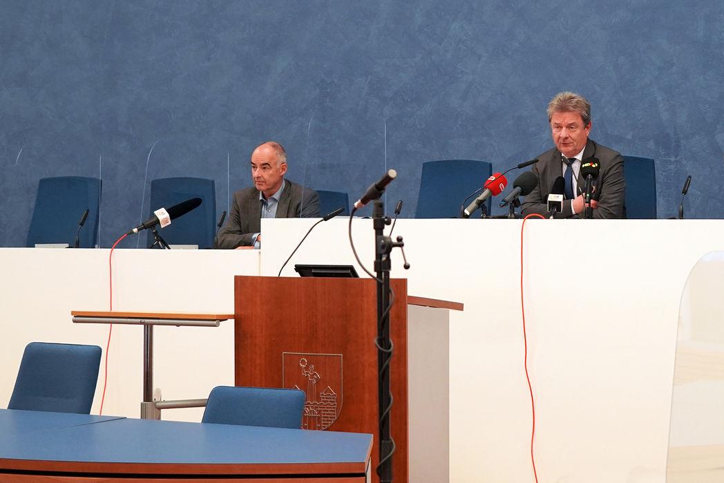 Amtsarzt Dr. Eike Hennig und Oberbürgermeister Dr. Lutz Trümper