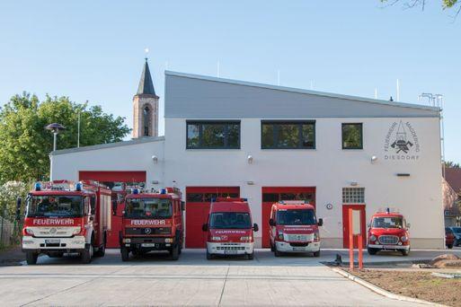 Amt 37_FF Diesdorf Gerätehaus mit Fahrzeugen