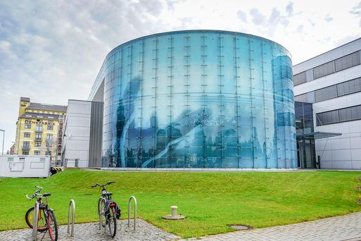 Neben Ausgründungen aus der Universität und einigen Dienstleistern ist das ifak - Institut für Automation und Kommunikation größter Mieter in der Denkfabrik im Magdeburger Wissenschaftshafen.